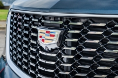 2019 Cadillac XT4 Premium Luxury - Exterior - Seattle Media Drive - September 2018 043 - grille with Cadillac logo