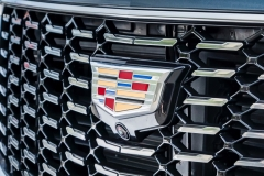 2019 Cadillac XT4 Premium Luxury - Exterior - Seattle Media Drive - September 2018 044 - grille with Cadillac logo