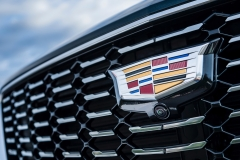 2019 Cadillac XT4 Premium Luxury - Exterior - Seattle Media Drive - September 2018 049 - grille with Cadillac logo