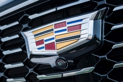 2019 Cadillac XT4 Premium Luxury - Exterior - Seattle Media Drive - September 2018 050 - grille with Cadillac logo