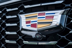 2019 Cadillac XT4 Premium Luxury - Exterior - Seattle Media Drive - September 2018 051 - grille with Cadillac logo