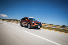 2019-Cadillac-XT4-Sport-Media-Drive-Mexico-Exterior-003-front-three-quarters-on-highway