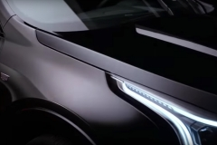 2019-Cadillac-XT4-front-fender-and-headlight