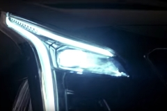 2019-Cadillac-XT4-headlight-004
