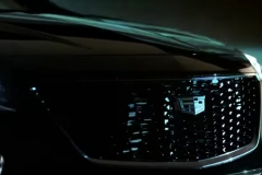 2019-Cadillac-XT4-headlight-and-grille-001