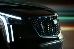 2019-Cadillac-XT4-headlight-and-grille-002