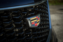 Cadillac-Logo-on-2019-Cadillac-XT4-Sport-001-front-grille-CS-Garage