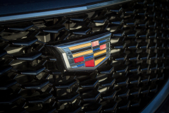Cadillac-Logo-on-2019-Cadillac-XT4-Sport-002-front-grille-CS-Garage