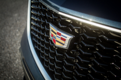 Cadillac-Logo-on-2019-Cadillac-XT4-Sport-003-front-grille-CS-Garage