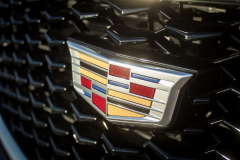 Cadillac-Logo-on-2019-Cadillac-XT4-Sport-004-front-grille-CS-Garage