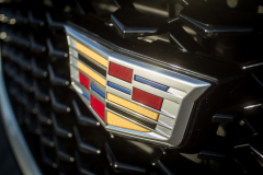 Cadillac-Logo-on-2019-Cadillac-XT4-Sport-006-front-grille-CS-Garage