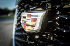 Cadillac-Logo-on-2019-Cadillac-XT4-Sport-007-front-grille-CS-Garage