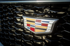 Cadillac-Logo-on-2019-Cadillac-XT4-Sport-008-front-grille-CS-Garage