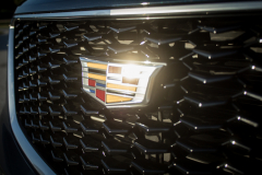 Cadillac-Logo-on-2019-Cadillac-XT4-Sport-009-front-grille-CS-Garage