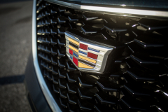 Cadillac-Logo-on-2019-Cadillac-XT4-Sport-010-front-grille-CS-Garage
