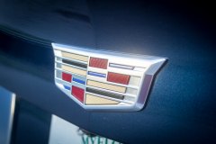 Cadillac-Logo-on-2019-Cadillac-XT4-Sport-020-liftgate-CS-Garage
