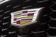 Cadillac-logo-on-grille-of-2019-Cadillac-XT4-Sport-Exterior-in-Stellar-Black-Metallic-at-Cadillac-Event-008