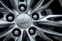 2020-Cadillac-CT4-350T-Premium-Luxury-Exterior-016-Cadillac-logo-on-wheel-center-cap