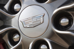 2020-Cadillac-CT4-Sport-Exterior-010-Cadillac-logo-on-wheel-center-cap