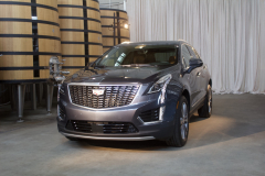 2020-Cadillac-XT5-Premium-Luxury-350T-Exterior-002-front-three-quarters