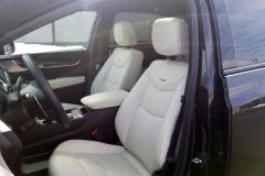 2020-Cadillac-XT5-Sport-CS-Garage-Interior-002-front-seats