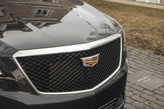 2020-Cadillac-XT5-Sport-Exterior-016-grille-with-Cadillac-logo