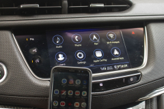 2020-Cadillac-XT5-Sport-Interior-011-center-screen-NFC-phone-pairing