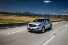 2020-Cadillac-XT5-Sport-Media-Drive-Mexico-Exterior-001-front-three-quarters-on-highway