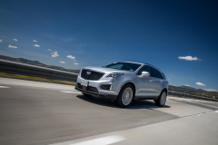 2020-Cadillac-XT5-Sport-Media-Drive-Mexico-Exterior-005-front-three-quarters-on-highway