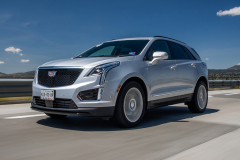 2020-Cadillac-XT5-Sport-Media-Drive-Mexico-Exterior-006-front-three-quarters-on-highway