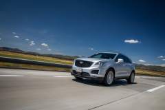 2020-Cadillac-XT5-Sport-Media-Drive-Mexico-Exterior-007-front-three-quarters-on-highway