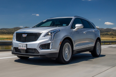 2020-Cadillac-XT5-Sport-Media-Drive-Mexico-Exterior-008-front-three-quarters-on-highway
