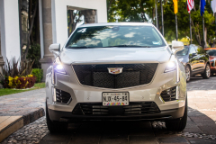 2020-Cadillac-XT5-Sport-Media-Drive-Mexico-Exterior-013-front-end-with-Cadillac-logo-on-grille