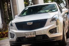 2020-Cadillac-XT5-Sport-Media-Drive-Mexico-Exterior-014-front-end-with-Cadillac-logo-on-grille