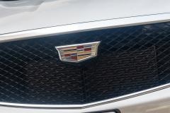 2020-Cadillac-XT5-Sport-Media-Drive-Mexico-Exterior-015-Cadillac-logo-on-grille