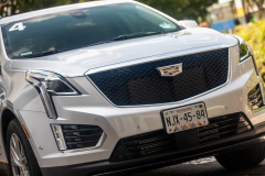 2020-Cadillac-XT5-Sport-Media-Drive-Mexico-Exterior-016-front-end-with-Cadillac-logo-on-grille