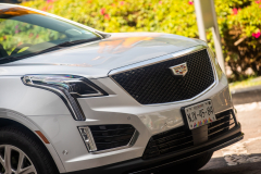 2020-Cadillac-XT5-Sport-Media-Drive-Mexico-Exterior-017-front-end-with-Cadillac-logo-on-grille