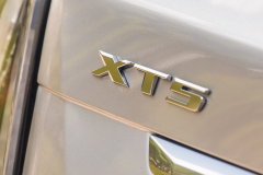 2020-Cadillac-XT5-Sport-Media-Drive-Mexico-Exterior-023-XT5-badge-on-liftgate