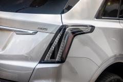 2020-Cadillac-XT5-Sport-Media-Drive-Mexico-Exterior-024-400-badge-on-liftgate