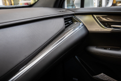 2020-Cadillac-XT5-Sport-Media-Drive-Mexico-Interior-003-passenger-side-dashboard-with-carbon-fiber-insert-and-speaker-grille