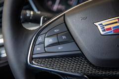 2020-Cadillac-XT5-Sport-Media-Drive-Mexico-Interior-007-cruise-control-on-steering-wheel