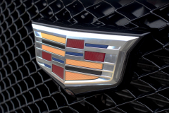 Cadillac-Logo-on-grille-of-2020-Cadillac-XT5-Sport-400-XT6-Drive-Event-001