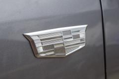 Monochromatic-Cadillac-Logo-on-front-fender-of-2020-Cadillac-XT5-Sport-400-XT6-Drive-Event-003