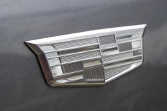 Monochromatic-Cadillac-Logo-on-front-fender-of-2020-Cadillac-XT5-Sport-400-XT6-Drive-Event-004