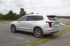 2020-Cadillac-XT6-Premium-Luxury-with-Platinum-Package-Exterior-XT6-Drive-005-rear-three-quarters