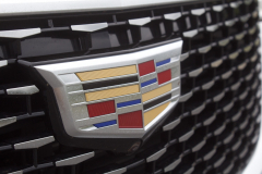 2020-Cadillac-XT6-Premium-Luxury-with-Platinum-Package-Exterior-XT6-Drive-016-Cadillac-logo-on-grille