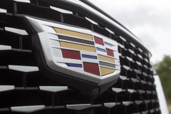 2020-Cadillac-XT6-Premium-Luxury-with-Platinum-Package-Exterior-XT6-Drive-018-Cadillac-logo-on-grille