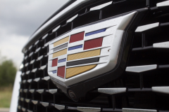 2020-Cadillac-XT6-Premium-Luxury-with-Platinum-Package-Exterior-XT6-Drive-019-Cadillac-logo-on-grille