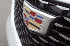 2020-Cadillac-XT6-Premium-Luxury-with-Platinum-Package-Exterior-XT6-Drive-020-Cadillac-logo-on-grille