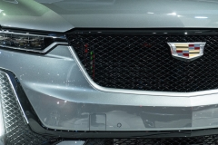 2020 Cadillac XT6 Sport - Exterior - 2019 NAIAS - Live 023 front end with Cadillac logo